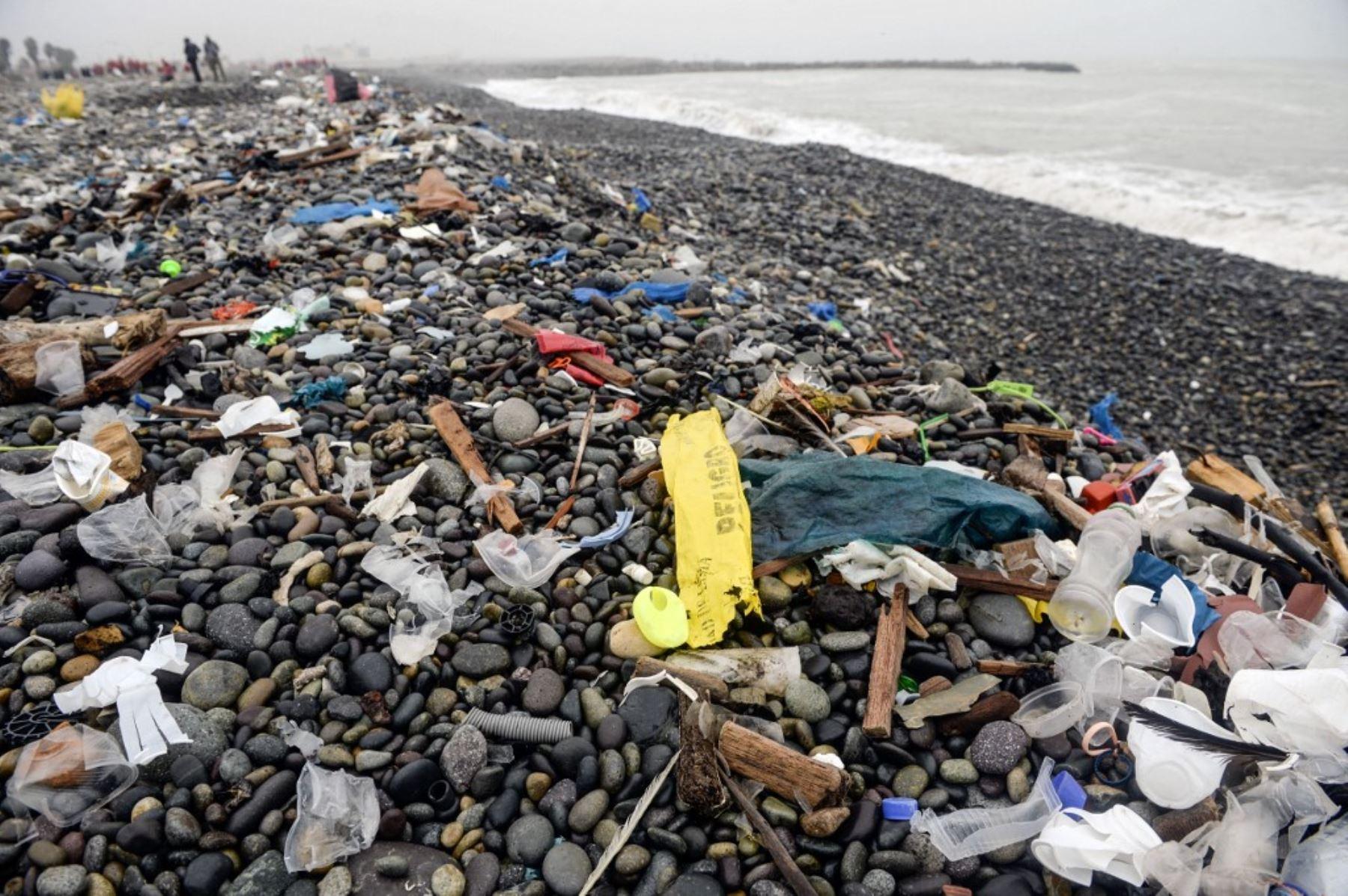 Contaminación del mar con residuos de plásticos. Foto: AFP
