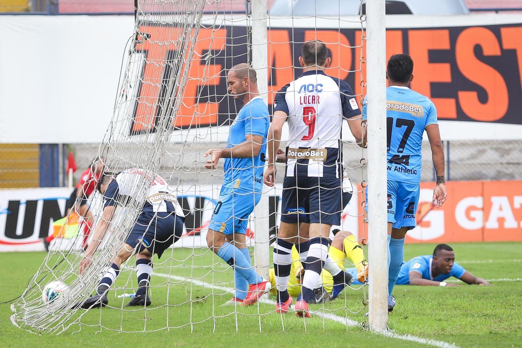 Alianza Lima choca ante Binacional por la décima jornada de la Liga 1, en el estadio Iván Elías Moreno. Foto: Liga 1