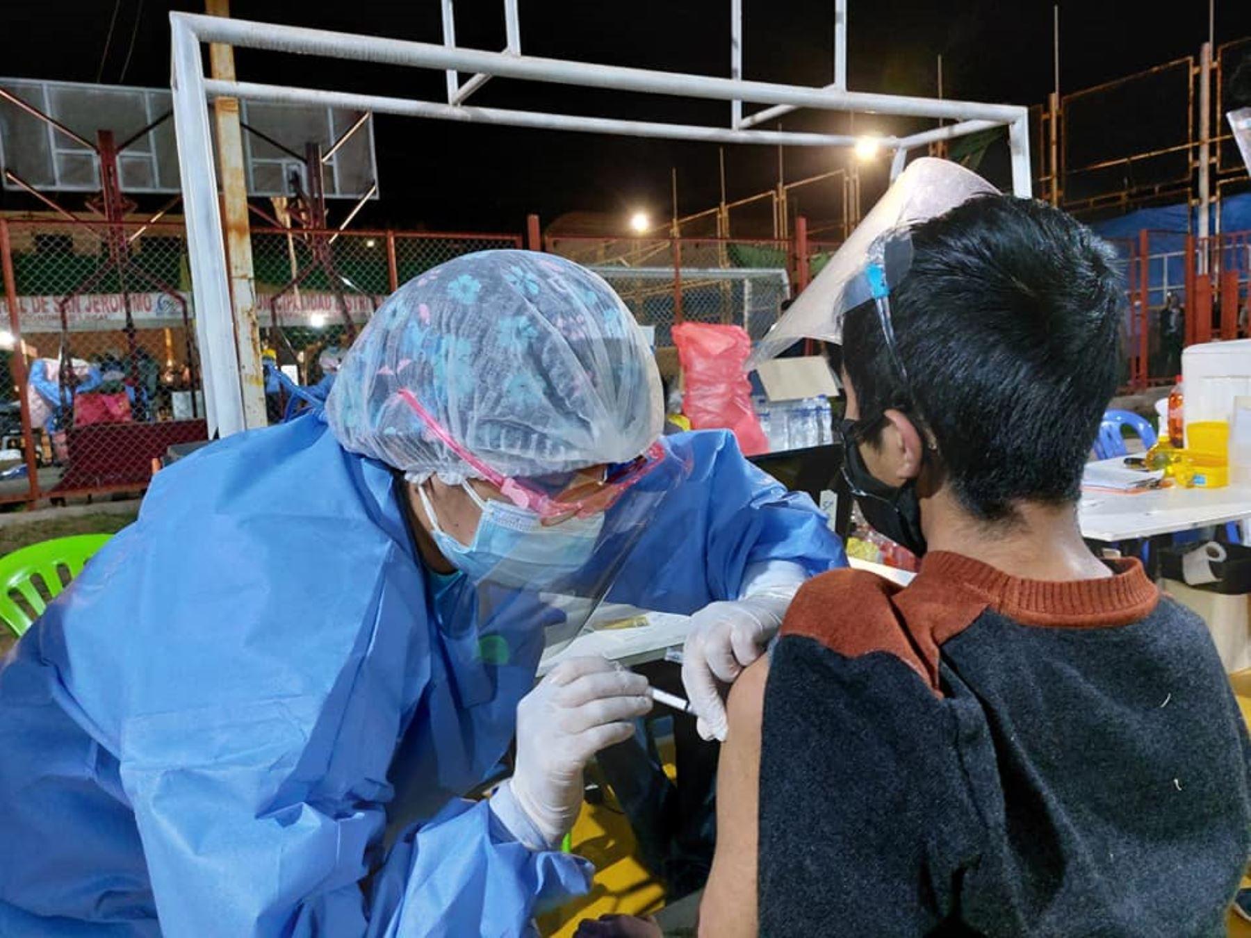 El Ministerio de Salud dispone suspender la vacunación a menores de 12 a 17 años en regiones.Foto:  ANDINA/Difusión
