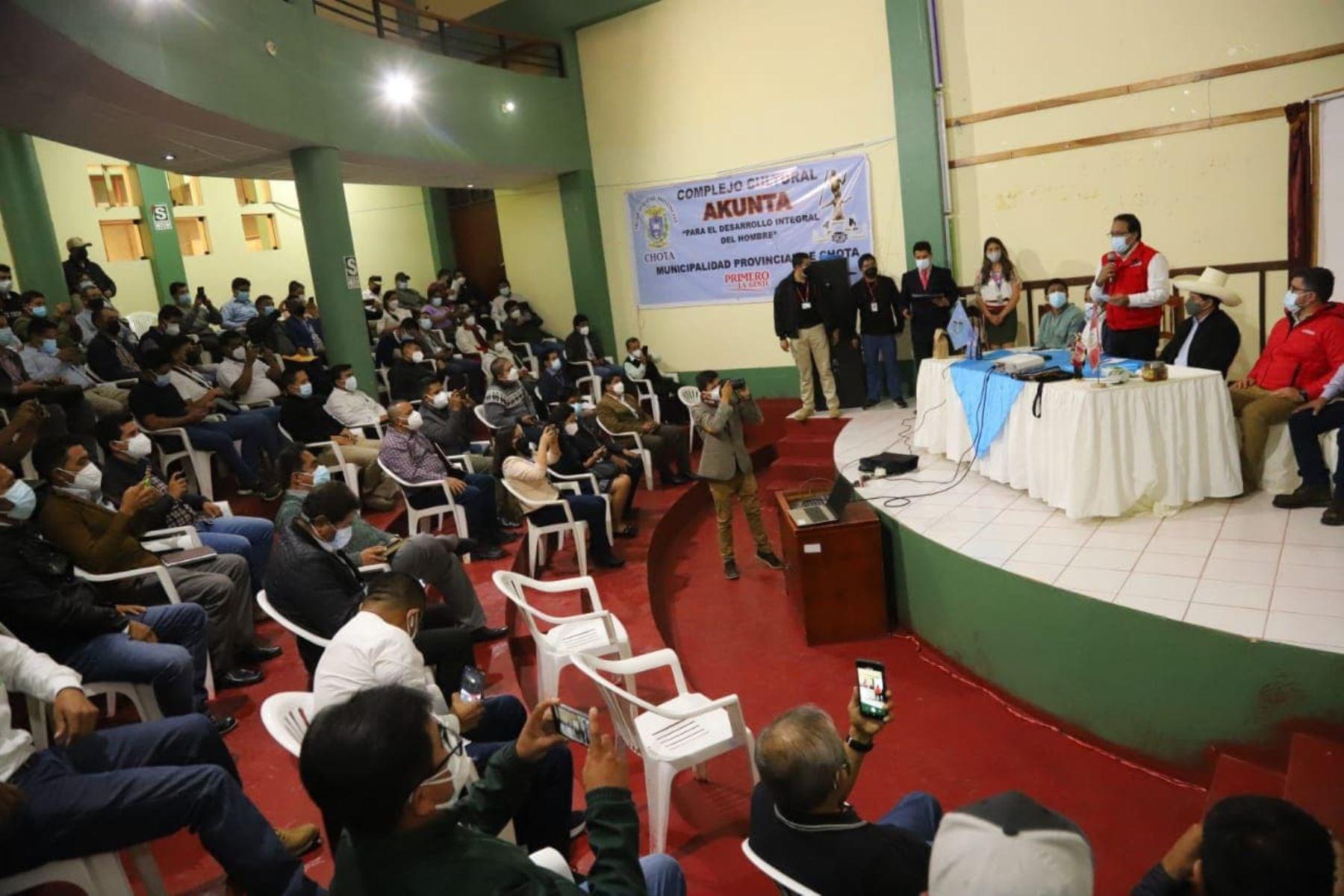 El presidente Pedro Castillo sostuvo un encuentro con los directivos, dirigentes y agricultores de más de 60 cooperativas de productos orgánicos del país en Chota, donde reafirmó el compromiso de fortalecer la capacidad exportadora de las comunidades campesinas del Perú. Foto: Prensa Presidencia
