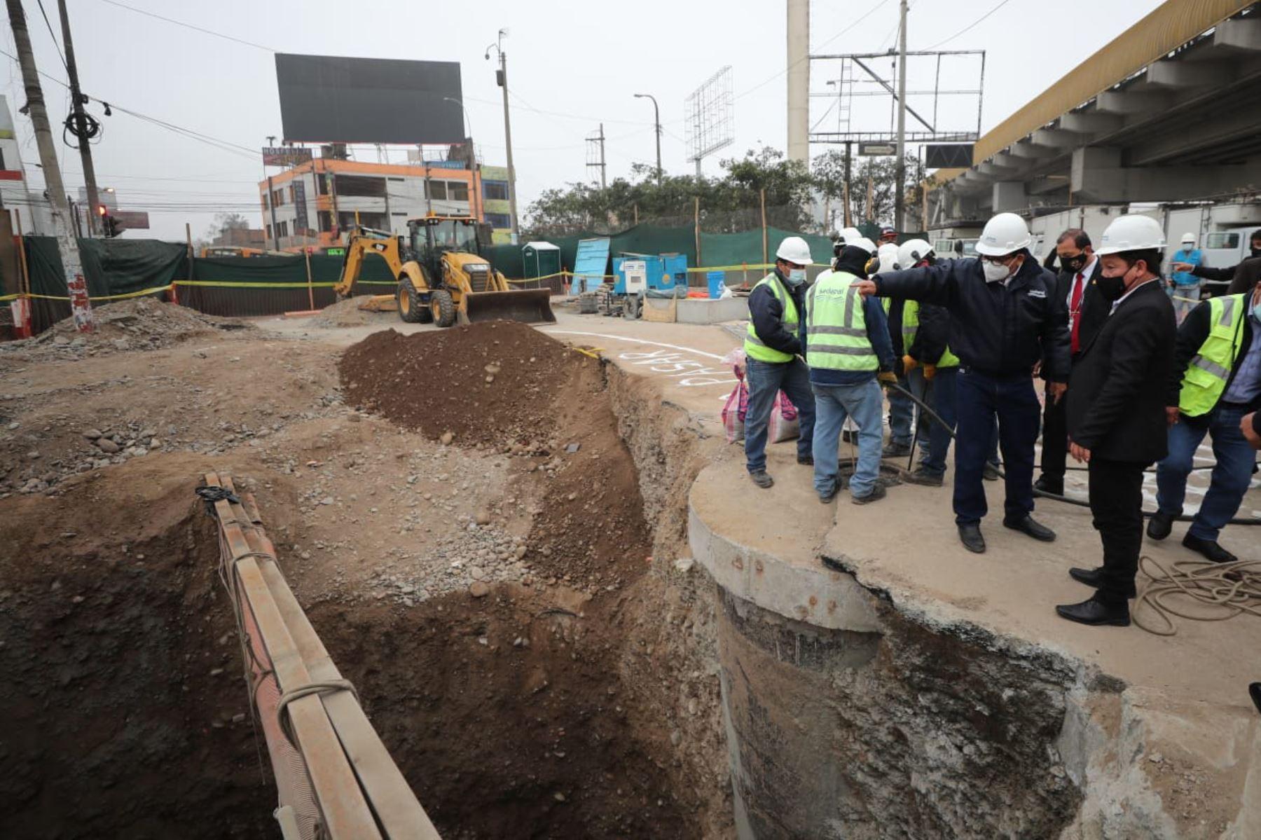 El titular de la PCM Guido Bellido, junto a autoridades del Ejecutivo, inspecciona las obras para el restablecimiento del servicio de agua en San Juan de Lurigancho. Foto: ANDINA/ PCM