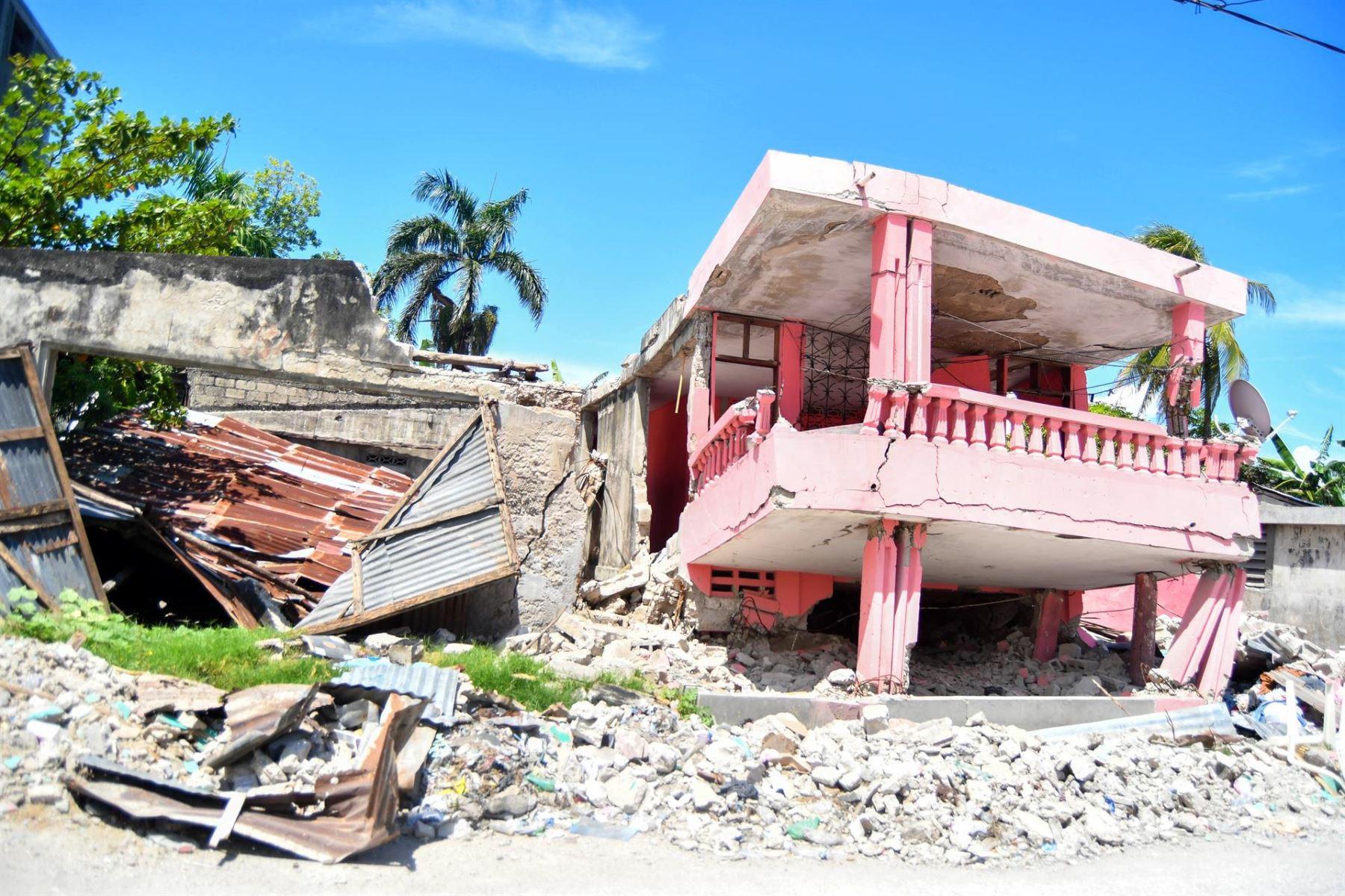 El sur de Haití sigue bajo los escombros un mes después del terremoto.
