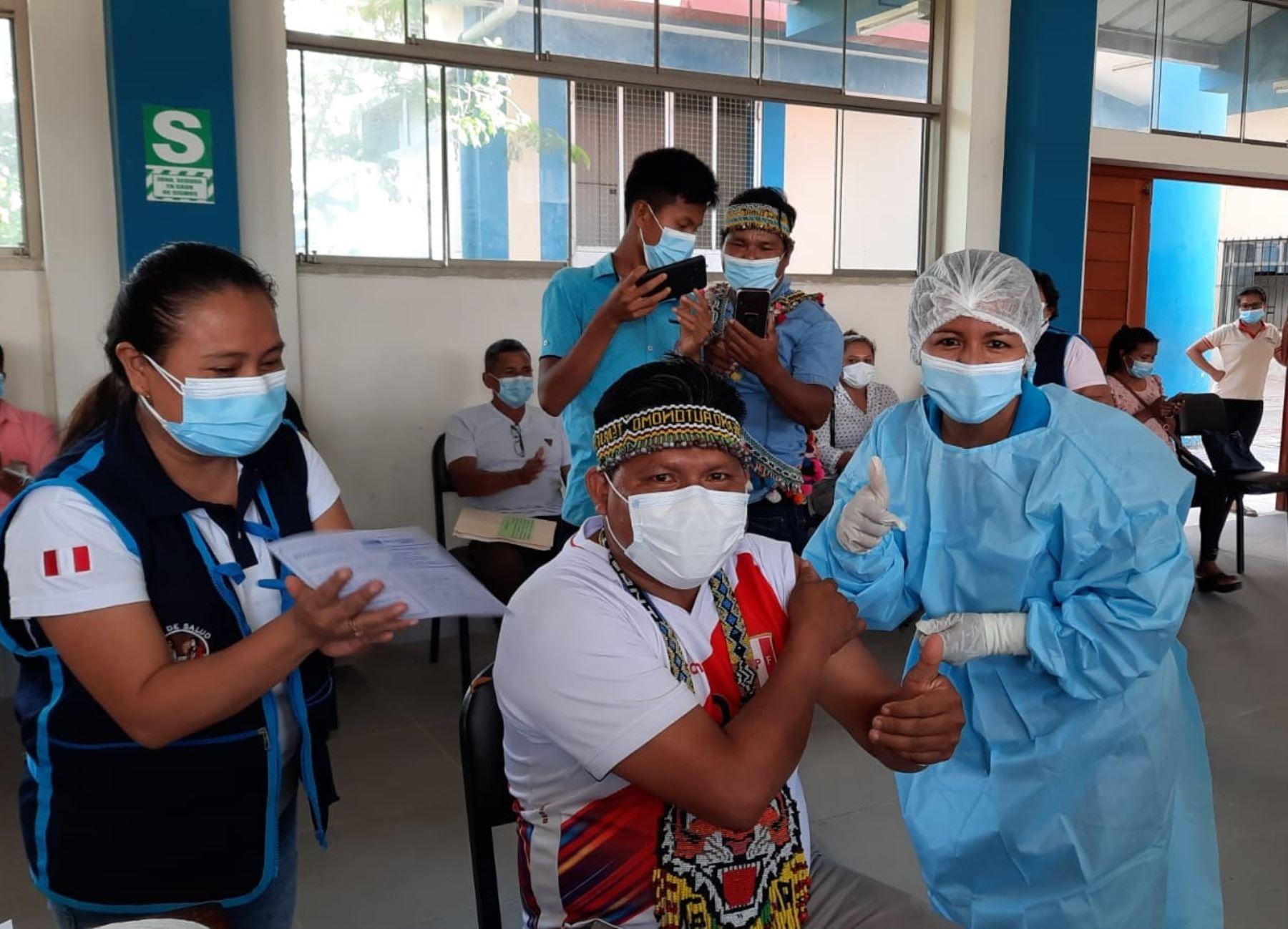 Especialistas del Minsa capacitan a líderes indígenas de la provincia de Alto Amazonas, región Loreto, sobre la importancia de la vacuna contra el covid-19. ANDINA/Difusión