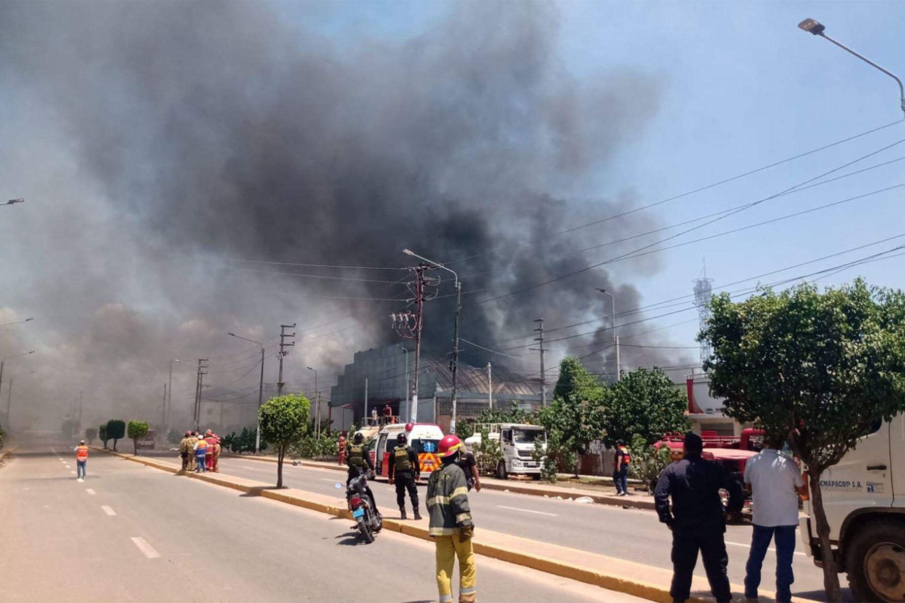 Alarma en Pucallpa por incendio en planta envasadora de gas. Foto: Indeci.