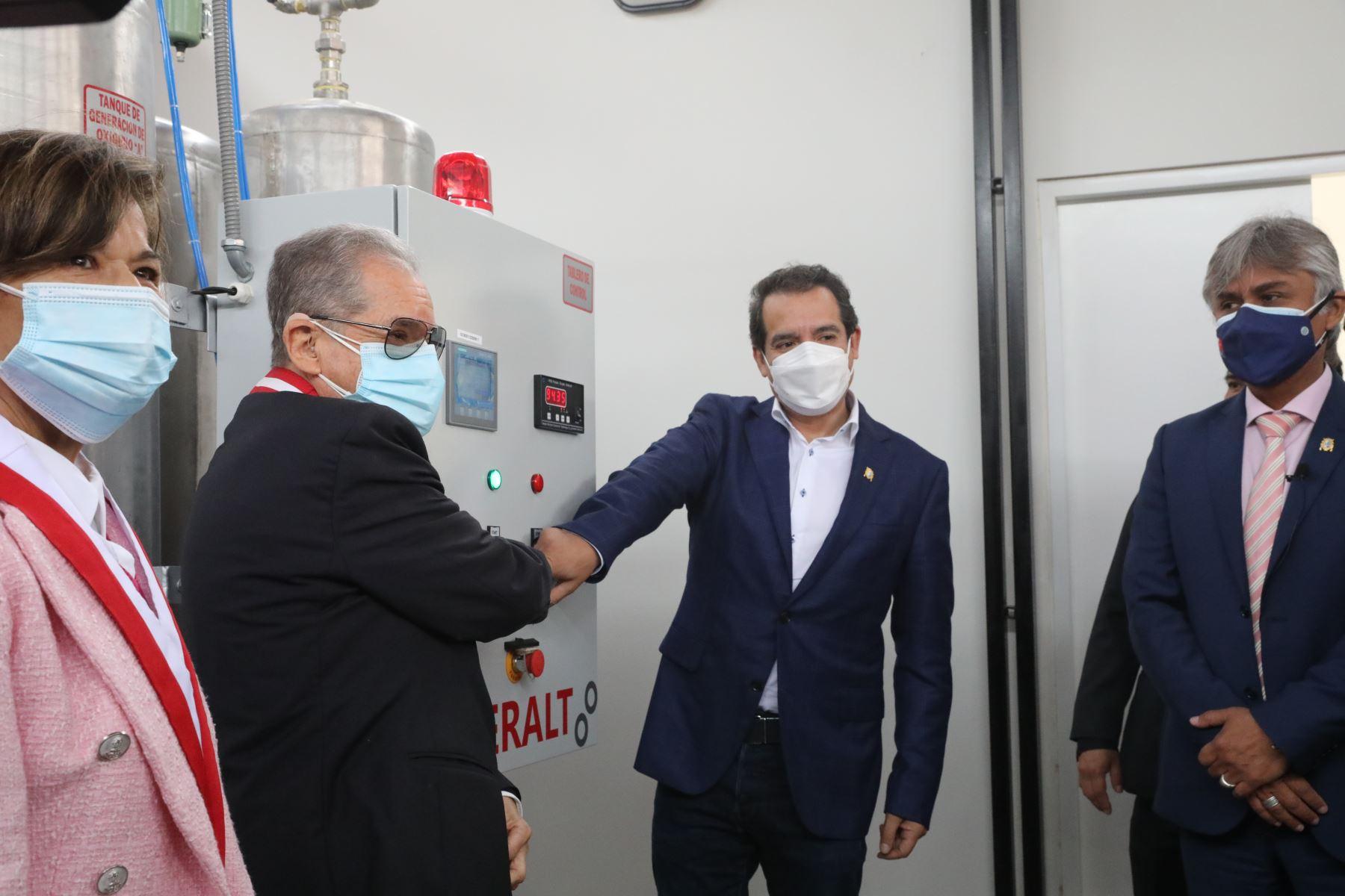 Universidad Nacional Mayor de San Marcos  puso en funcionamiento una moderna planta de oxígeno medicinal en la Clínica Universitaria para enfrentar esta enfermedad. Foto: ANDINA/ Andrés Valle