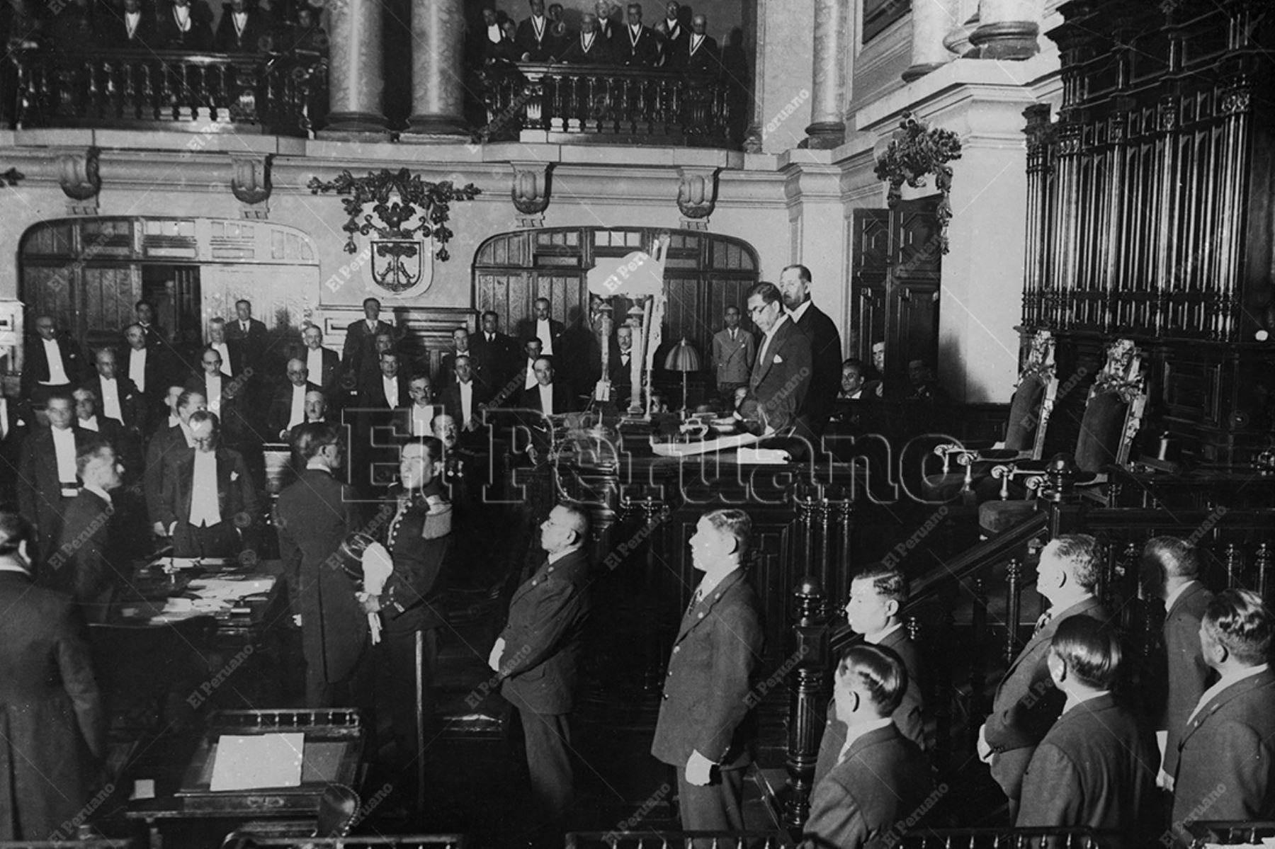 Lima - 1933 / El Presidente Luis M. Sánchez Cerro promulga la Constitución Política del Perú de 1933 en el Congreso de la República.  Foto: Archivo Histórico de El Peruano