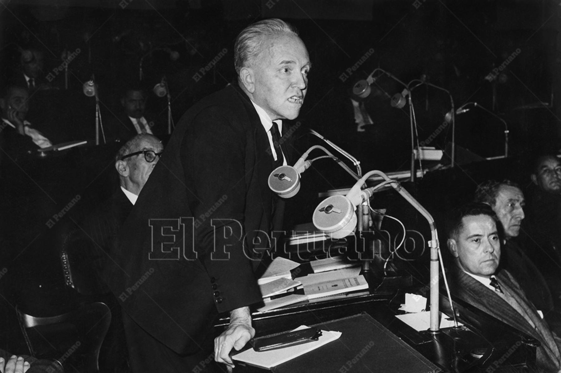 Lima - 1959 / Raúl Porras Barrenechea, canciller del Perú, en el Congreso de la República.  Foto: Archivo Histórico de El Peruano / Alfonso Ego Aguirre