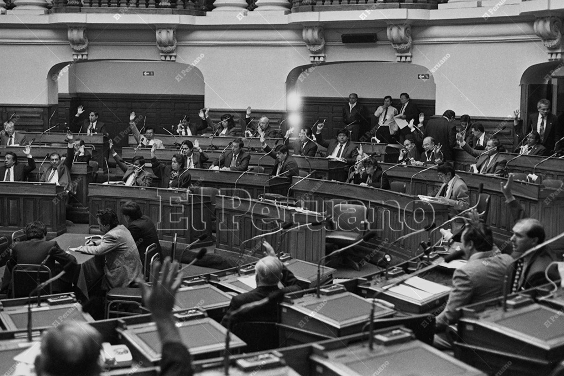 Lima - 13 octubre 1993 / Debate en el pleno del Congreso Constituyente Democrático (CCD). Foto: Archivo Histórico de El Peruano / Leoncio Mariscal
