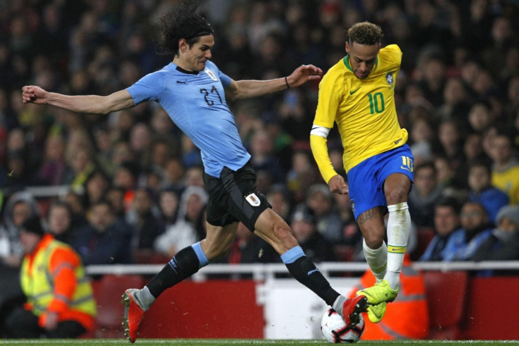 Cavani y Neymar volverán a verse las caras en la fecha triple de eliminatorias a jugarse el jueves 14 de octubre
