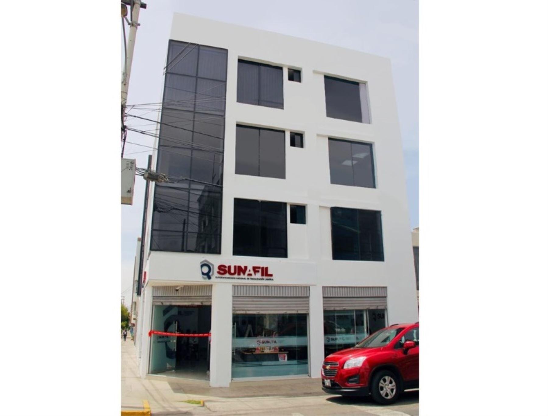 Sunafil informó que impuso una sanción a la empresa Gloria por suplantar a trabajadores en huelga en su planta ubicada en Arequipa.