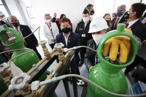 El presidente del Consejo de Ministros  inaugura nueva planta de oxígeno medicinal en Villa María del Triunfo