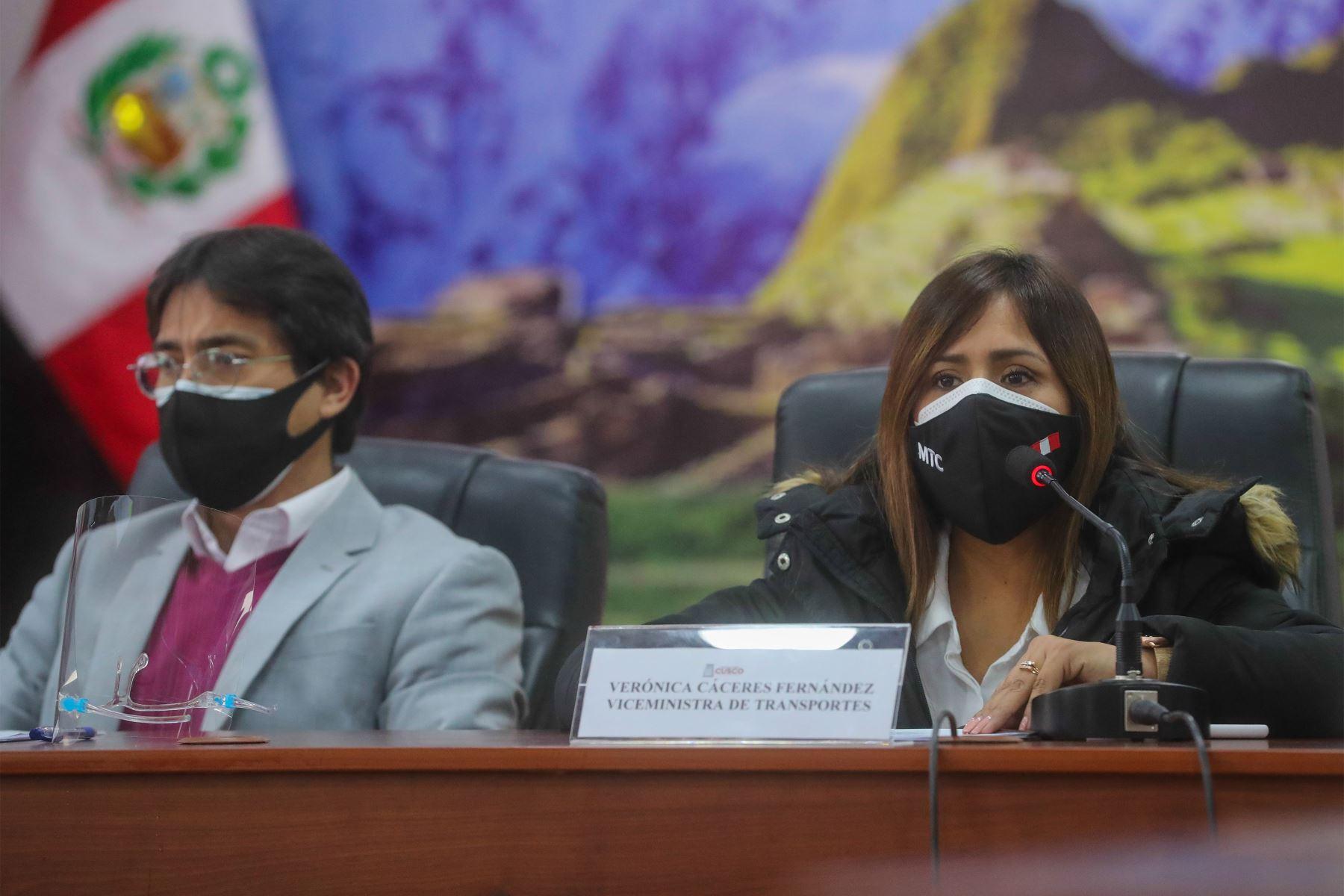 El Ministro de Transportes y Comunicaciones, Juan Silva presentó a las empresas que se encargarán de la construcción y supervisión del Aeropuerto Internacional de Chinchero. Foto: MTC