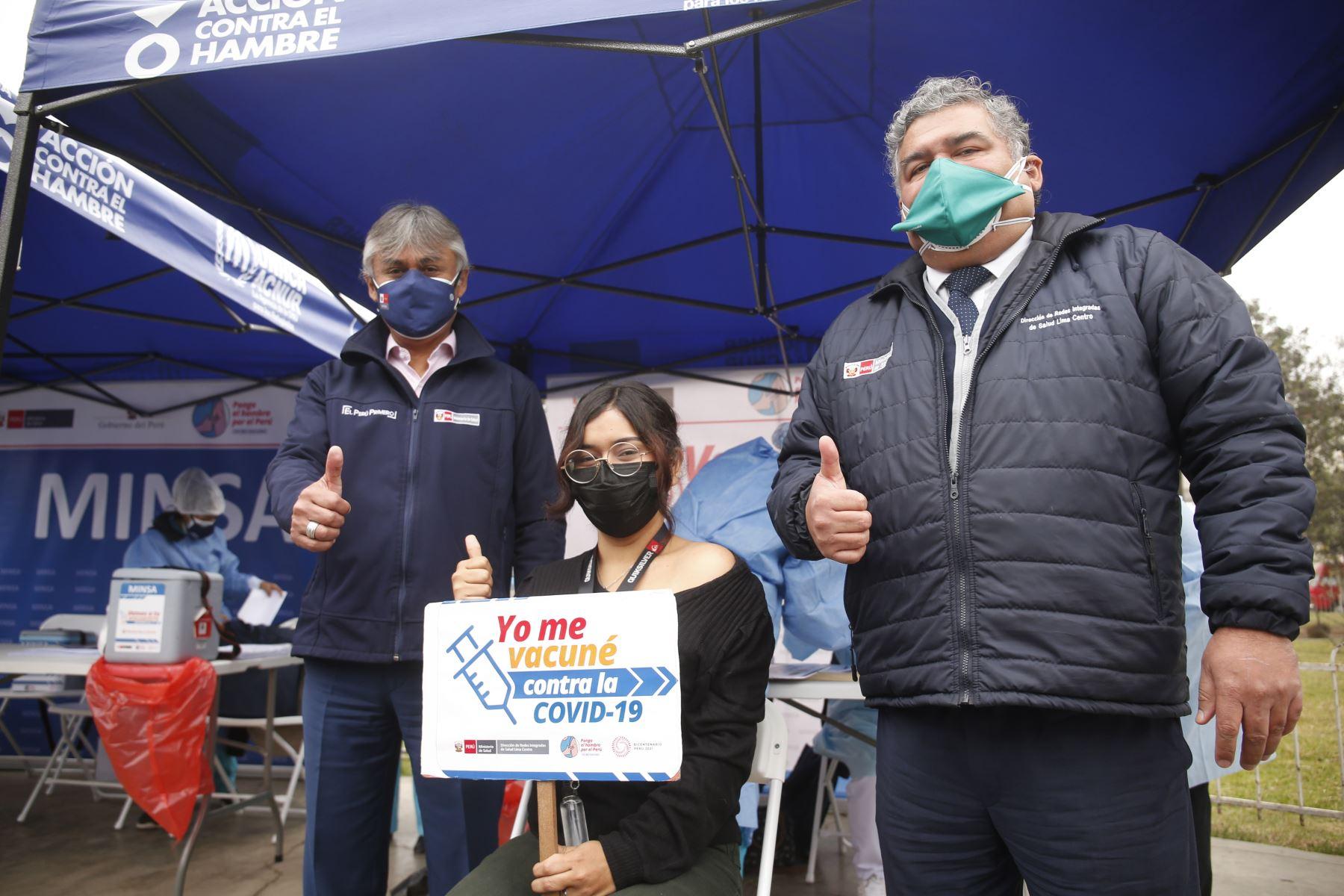 Viceministro  de Prestaciones y Aseguramiento en Salud, Bernardo  Ostos  , supervisa campaña de Salud en San Juan de Lurigancho. Foto: Minsa