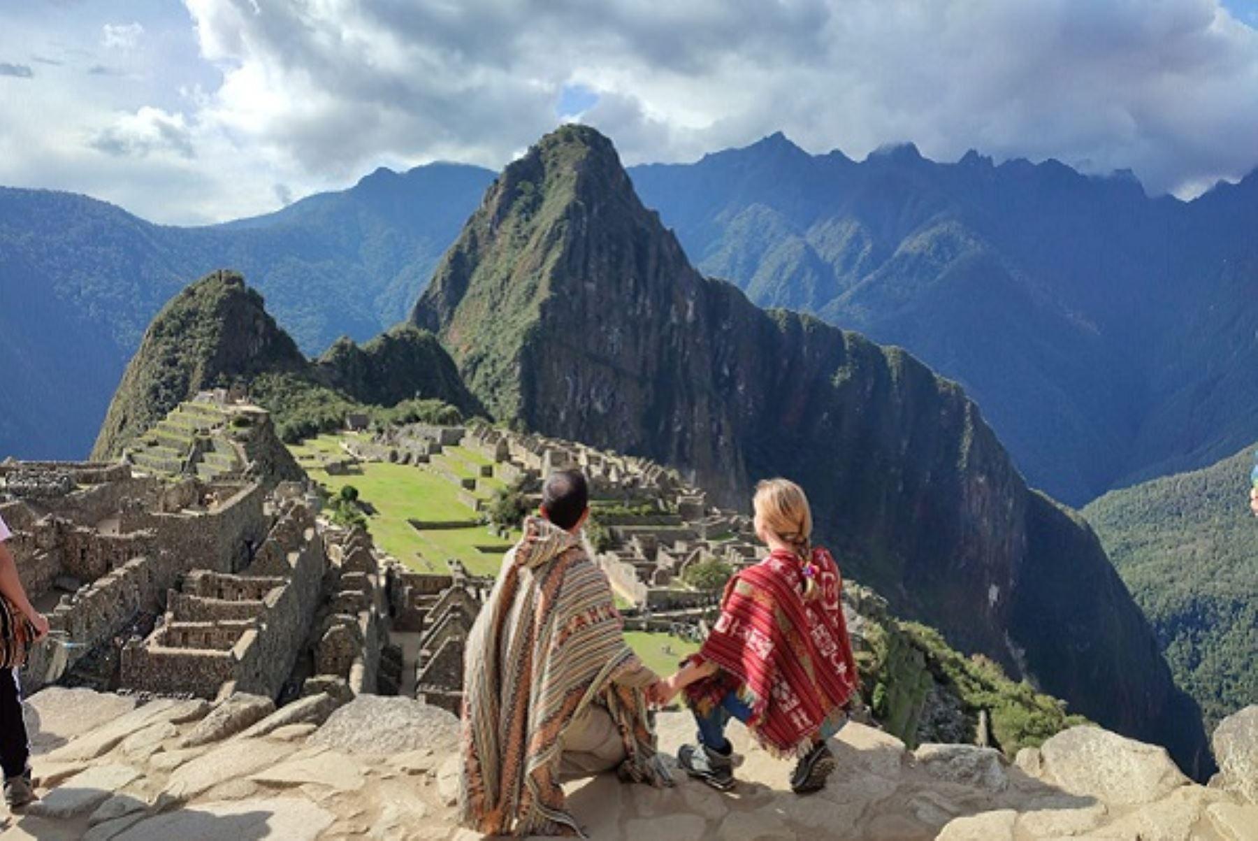 """Ganadores de la campaña """"Sabores del Perú"""", realizada en España por Promperú y la embajada peruana en Madrid, contemplan Machu Picchu. Foto: Cortesía."""