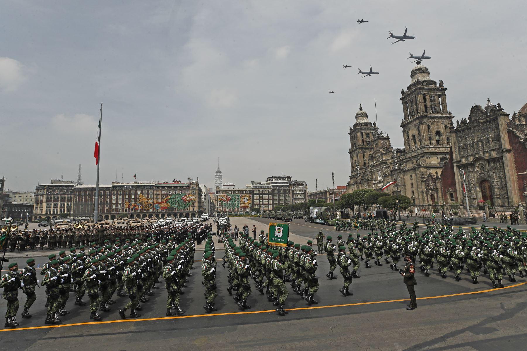 Desfile militar por el 211 Aniversario de la Independencia de México. Foto: EFE