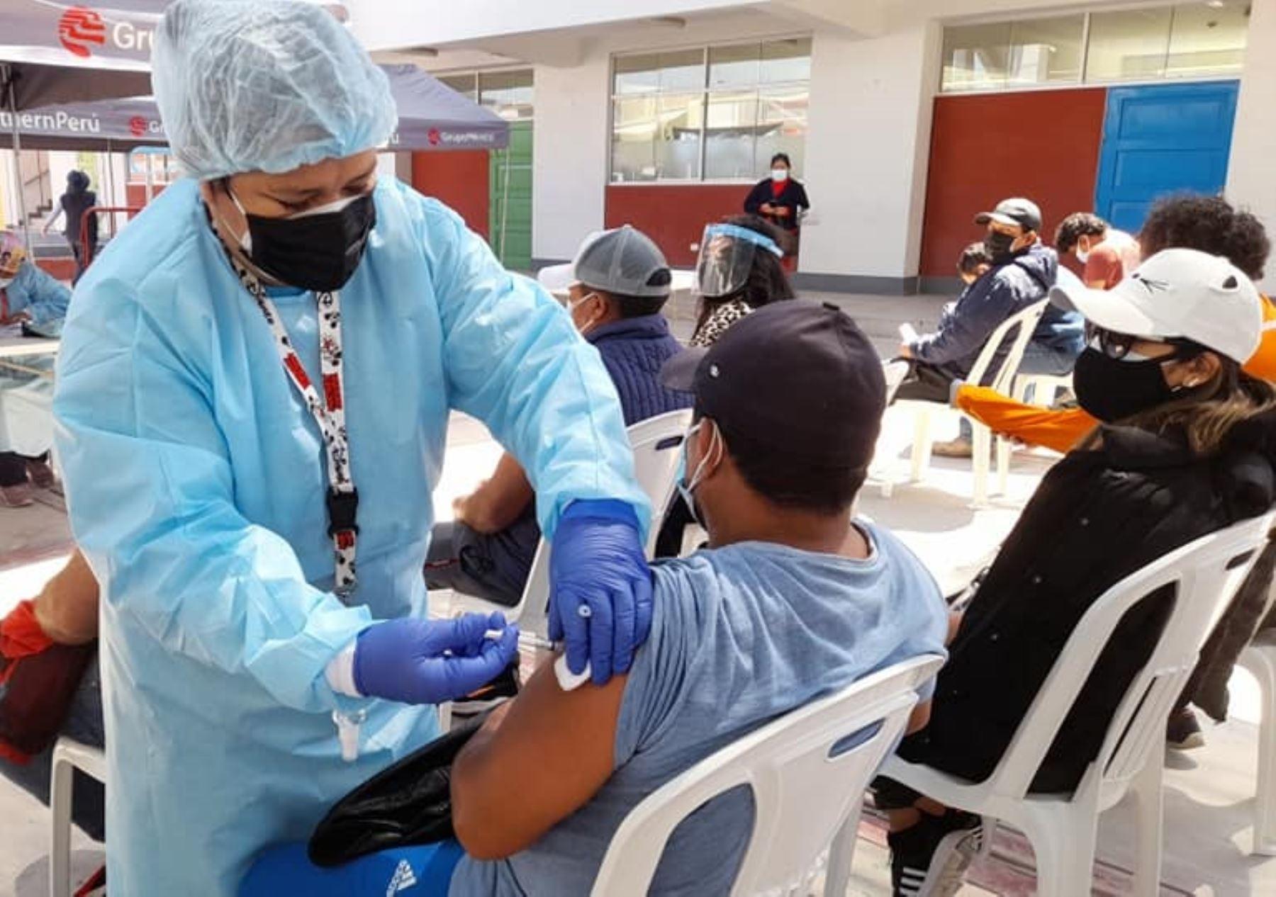 Moquegua inicia hoy Vacunatón dirigido a jóvenes de 18 años a más de las tres provincias de esa región y continuará aplicando la vacuna contra el covid-19 a estudiantes universitarios. Foto: ANDINA/difusión.