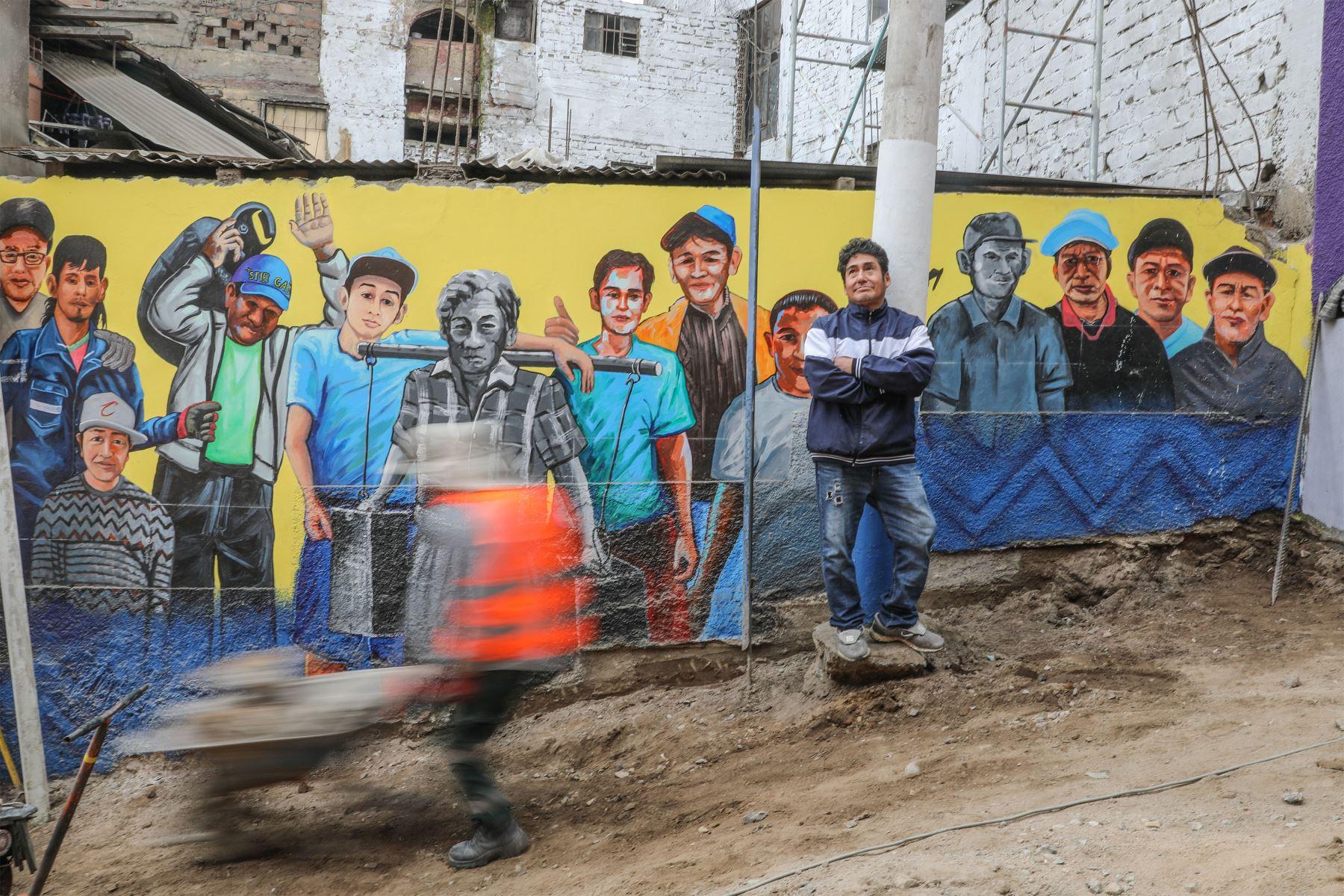El covid-19 afectó a este barrio de callejuelas y escaleras estrechas en lo económico (muchos quedaron sin trabajo) y en vidas. Calculan que un centenar de vecinos fallecieron. Foto: ANDINA/ Andrés Valle