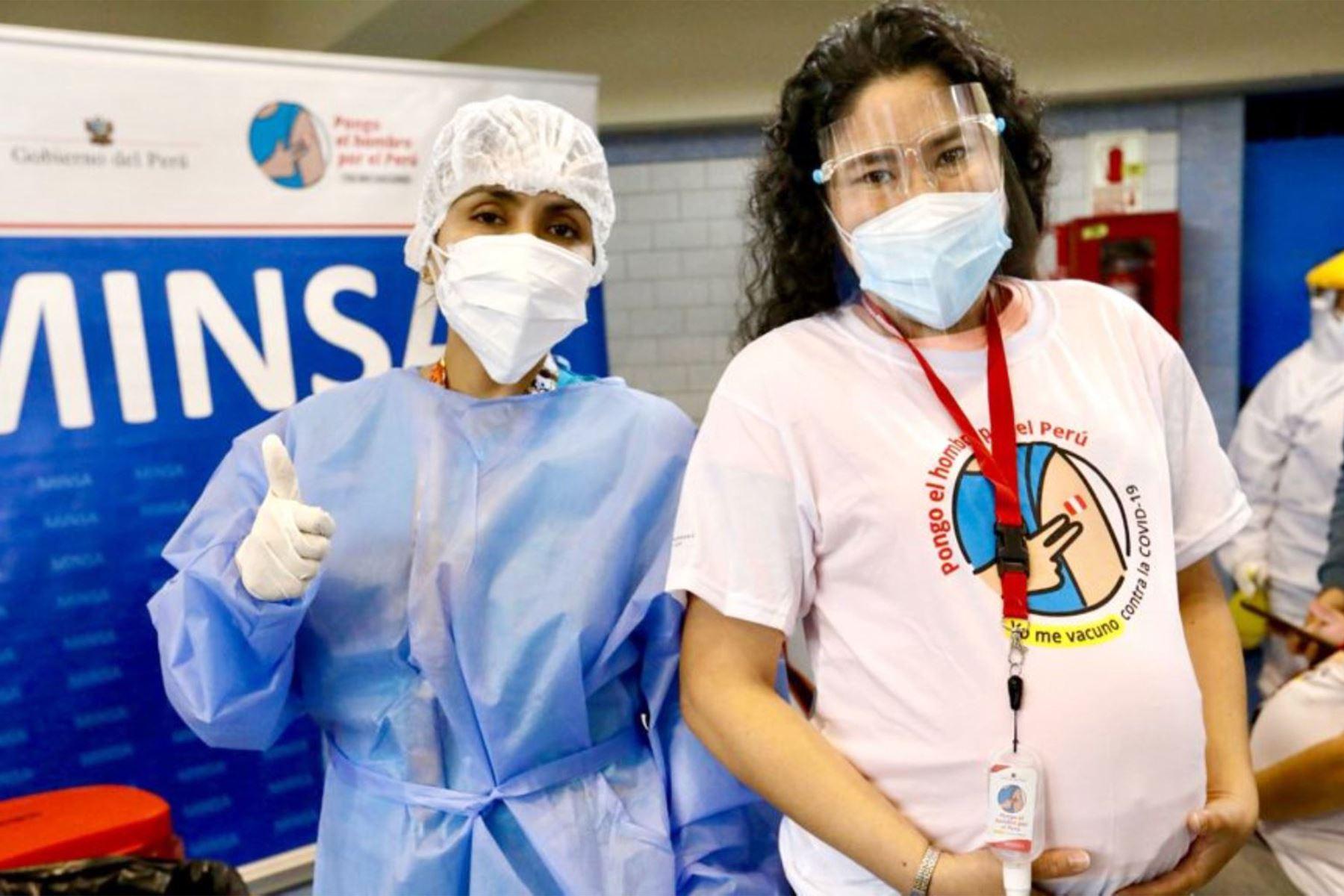 Embarazadas a partir de 12 semanas podrán acercarse a los centros de vacunación a partir de sábado 18. Foto: Difusión