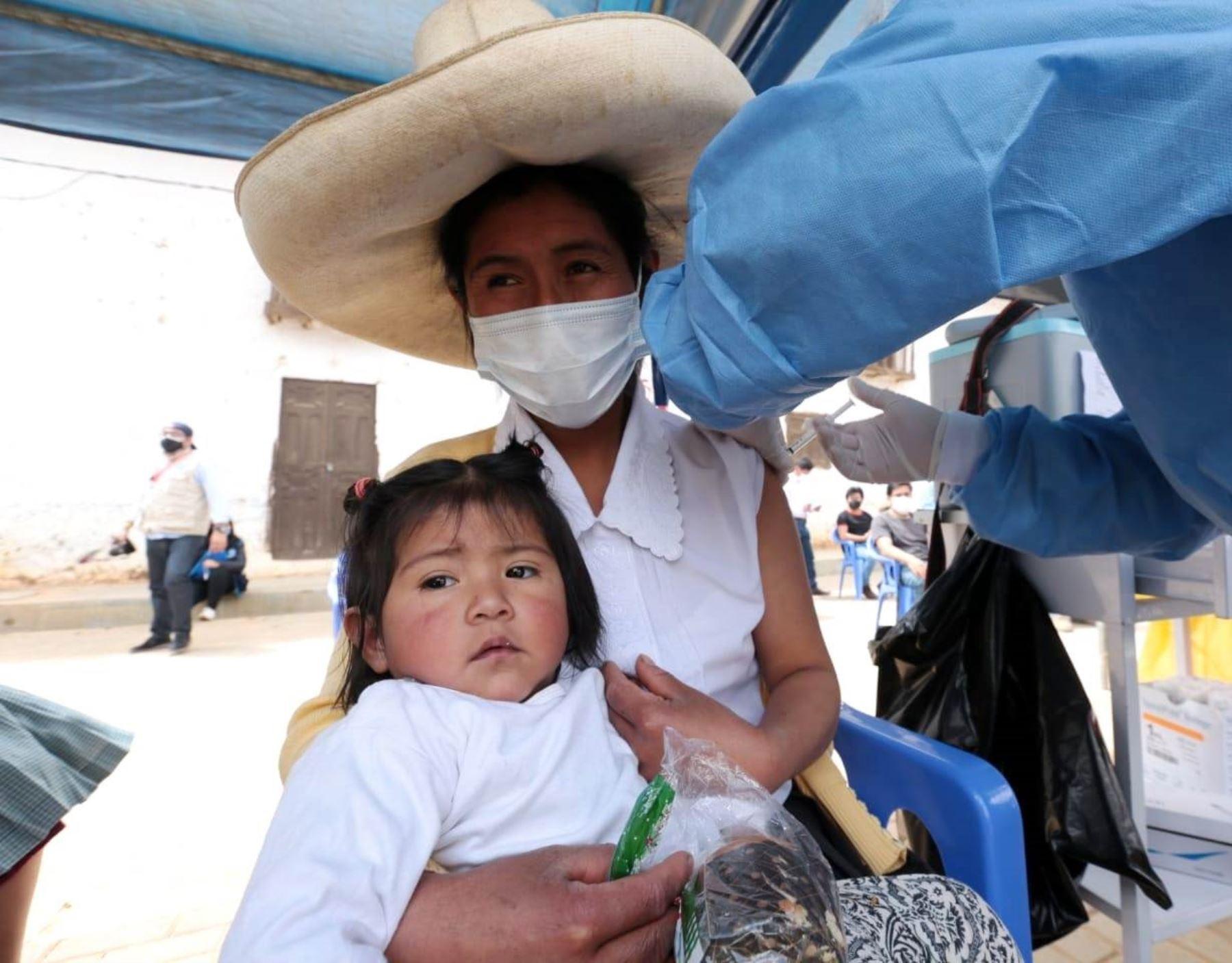 Cajamarca esperar llegar a la meta y aplicar 345,000 dosis de vacuna contra el covid-19 durante la supervacunatón que se inició ayer y culmina el domingo 19 en toda la región. ANDINA/Difusión