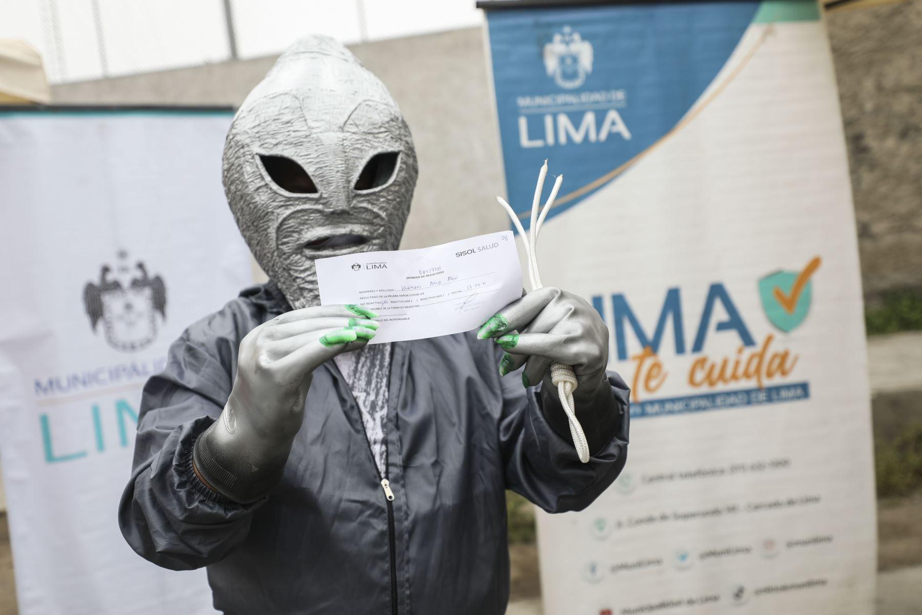 Campaña Lima te Cuida realizó pruebas de descarte Covid-19 a vecinos y comerciantes del mercado de San Pedro en Villa El Salvador. Foto: ANDINA/Municipalidad de Lima