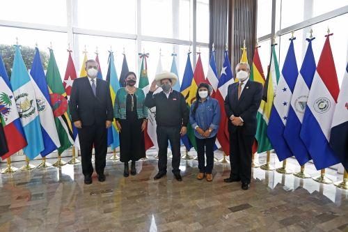 Presidente Pedro Castillo arribó a México y participará mañana en cumbre Celac