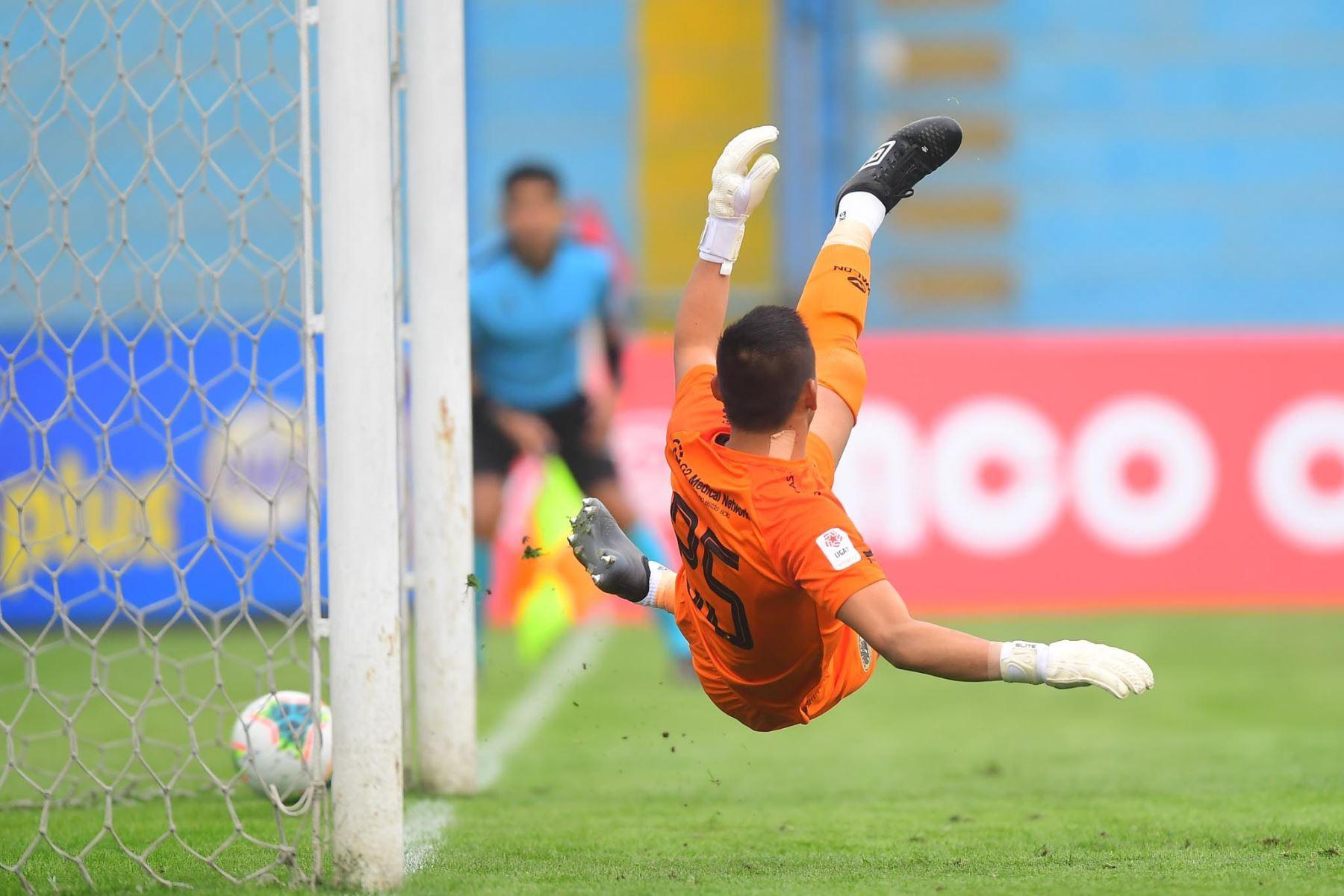 Hernán Barcos de Alianza Lima pone el 1-0 ante Cusco FC durante partido por la fecha 11 de la Liga 1, en el estadio Alberto Gallardo. Foto: Liga 1