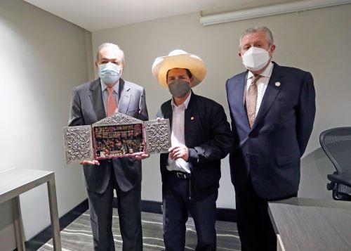 El presidente Pedro Castillo se reunió hoy con el empresario mexicano Carlos Slim.