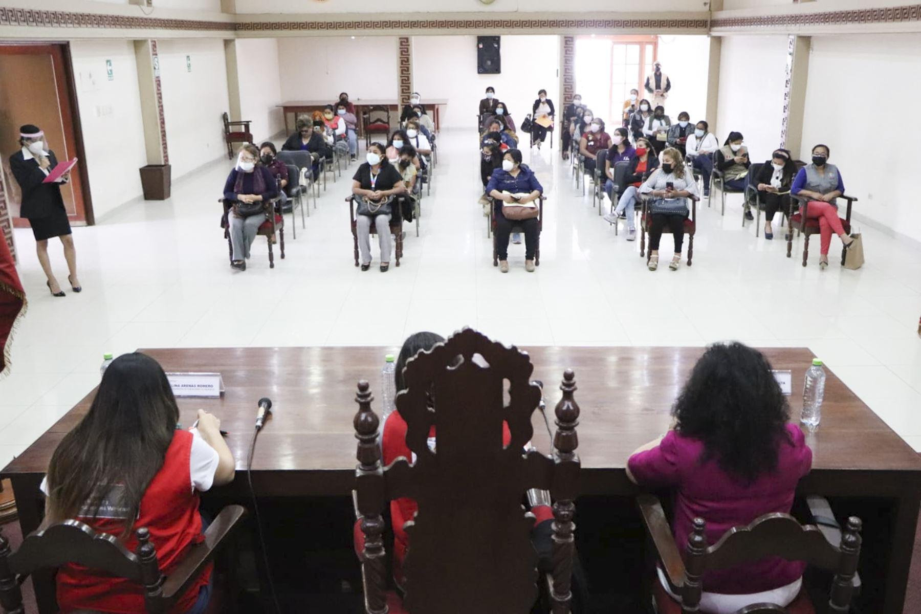 En este espacio, las participantes plantearon ante el ministerio los retos, desafíos y oportunidades de sus organizaciones. Foto: MIMP