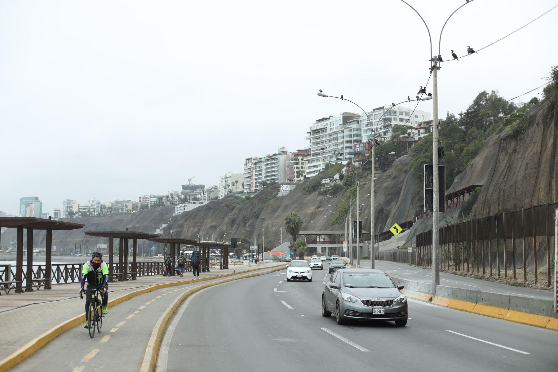 Se derrumbe de la costa verde en el distrito de Barranco. Foto:ANDINA/Carla Patiño Ramírez