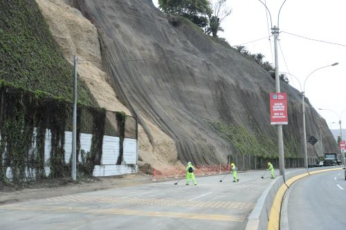 Costa Verde: tramo de Barranco de sur a norte permanecerá cerrado tras deslizamiento de rocas