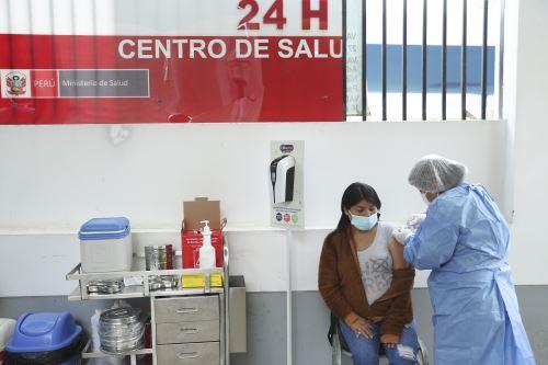 Así se desarrolla la vacunación contra la covid-19 en el Centro de Salud San Genaro de Chorrillos