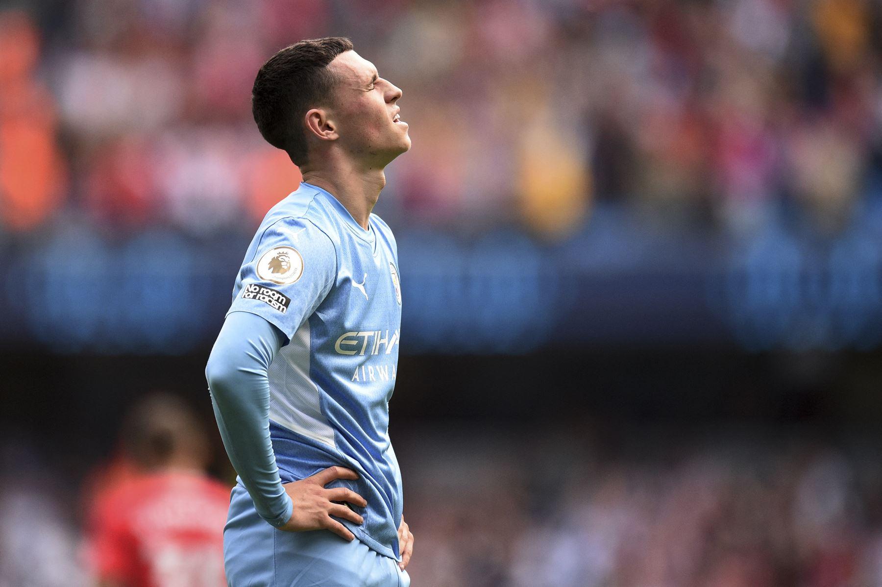 El centrocampista inglés del Manchester City Phil Foden reacciona tras el partido de la Premier League. Foto: AFP