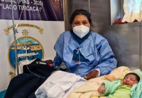 La PIAS Lago Titicaca I se convirtió por primera vez en su historia en una sala de parto, luego de que el personal médico a bordo atendiera de emergencia el nacimiento de la pequeña Dayhi Milek, a orillas de la isla Amantaní, en la región de Puno.
