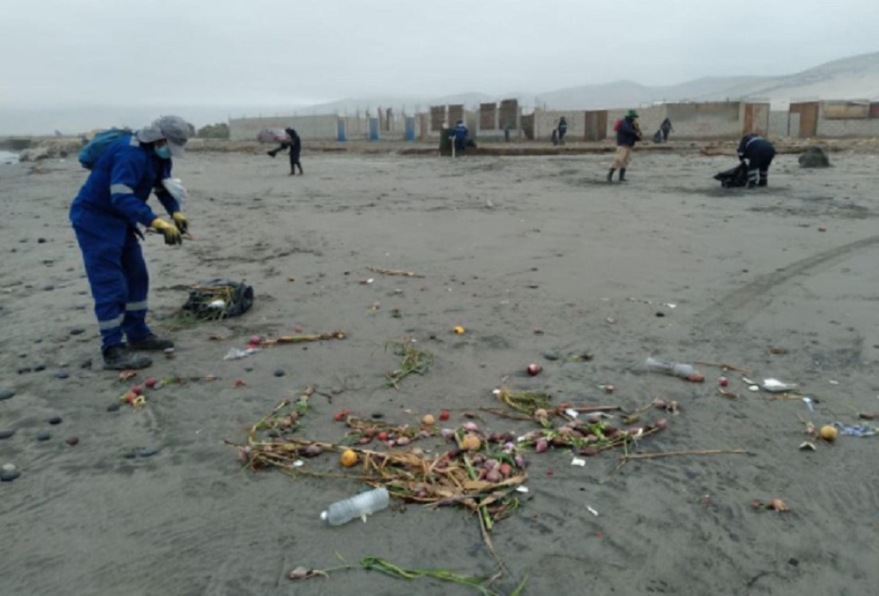 Arequipa: realizan campaña de limpieza en playas de Camaná con miras abrir estos espacios