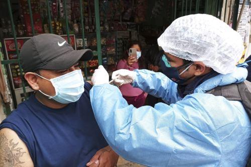 Brigadas de vacunación contra la covid-19 inocularon a 63 personas en su vivienda en San Juan de Lurigancho