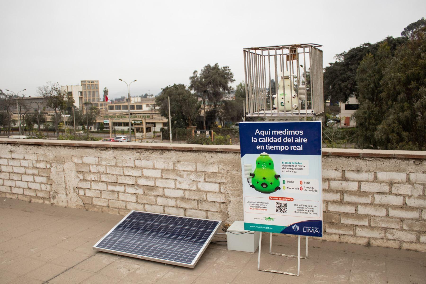 La Universidad Agraria La Molina desde hace tres años se está trabajando en el laboratorio de contaminación atmosférica el diseño de equipos similares que miden la calidad de aire usando estos sensores de bajo costo. (Foto: Universidad Agraria La Molina)