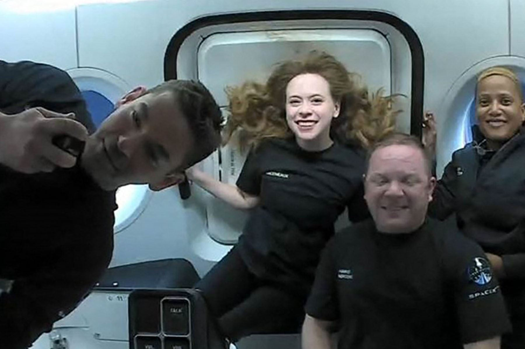 """""""Ha sido un viaje extraordinario para nosotros, y no ha hecho más que empezar"""", dijo el comandante a bordo, el multimillonario Jared Isaacman, poco después de tocar agua. (Foto: AFP)"""