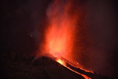Volcán Cumbre Vieja entra en erupción en España