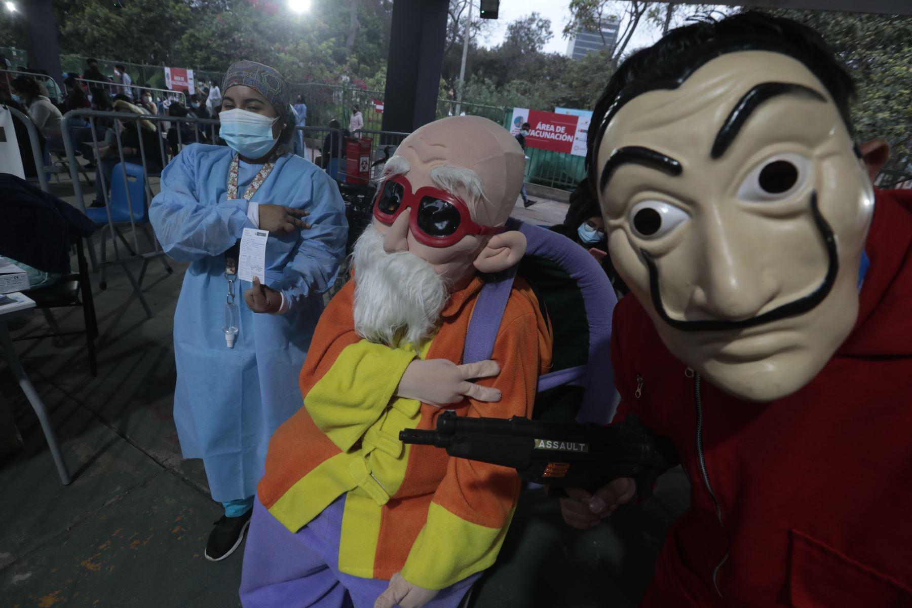 2´121,222 de peruanos fueron vacunados en la semana contra el covid-19 mientras que el Vacuna Fest, donde las personas acuden disfrazados de sus personajes favoritos, se viene realizando en diversas regiones del país. Foto: Minsa