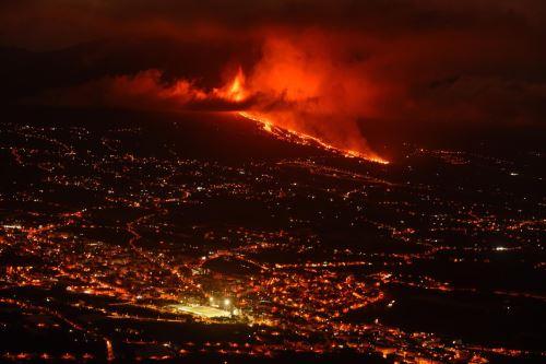 Erupción de un volcán en España provocó la destrucción de unas cien casas