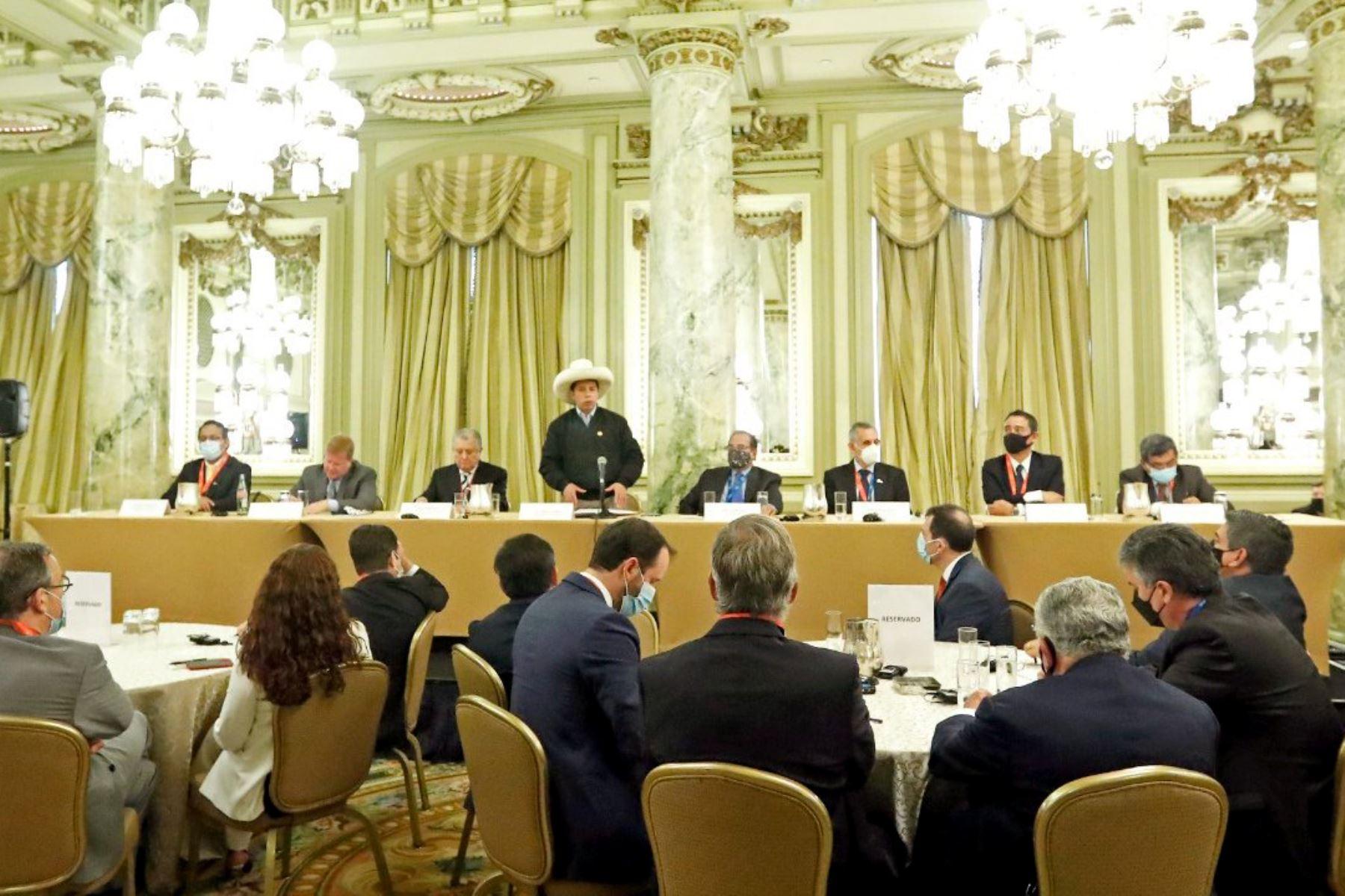 El presidente Pedro Castillo se reúne con empresarios de la Cámara de Comercio de Estados Unidos. Foto: ANDINA/ Prensa Presidencia.