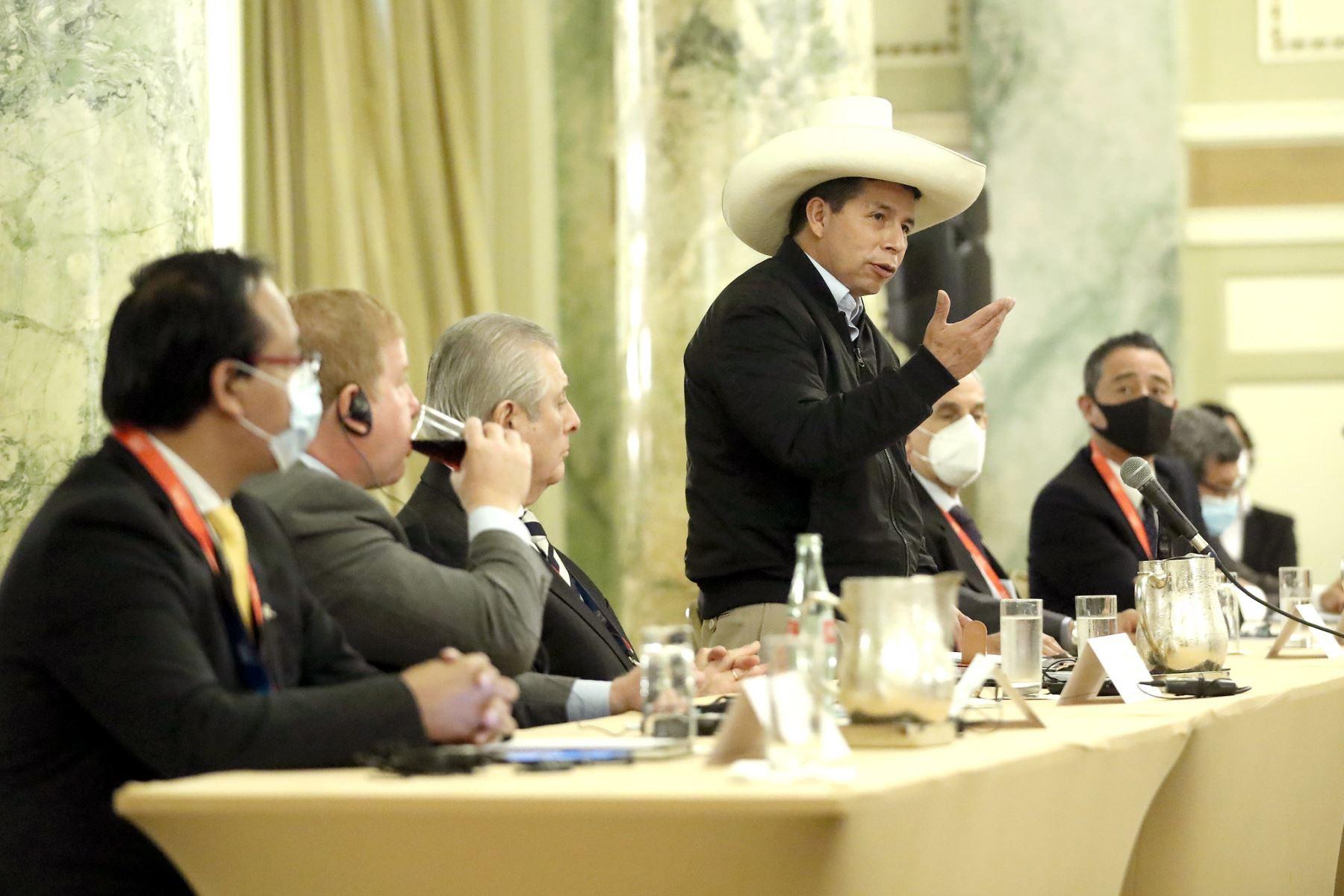 El presidente Pedro Castillo se reúne con empresarios de la Cámara de Comercio de Estados Unidos. Foto: ANDINA/ Prensa Presidencia