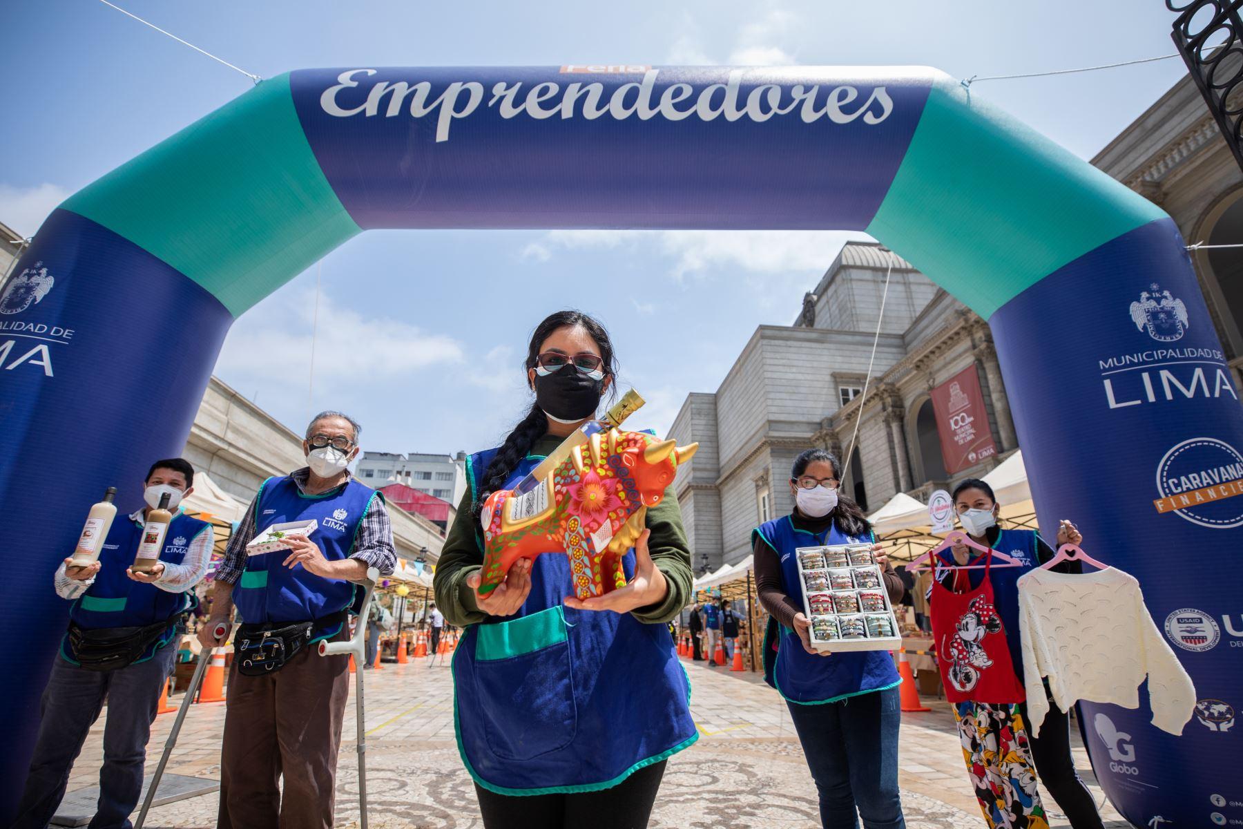 Hasta el domingo 26 de septiembre, la Municipalidad de Lima organizará la feria Emprendedores 2021 edición primavera, donde 50 pequeños comerciantes ofrecen ropa y calzado de temporada, artículos para el hogar, implementos e indumentaria para hacer deporte, postres y mucho más. Foto: ANDINA/Municipalidad de Lima