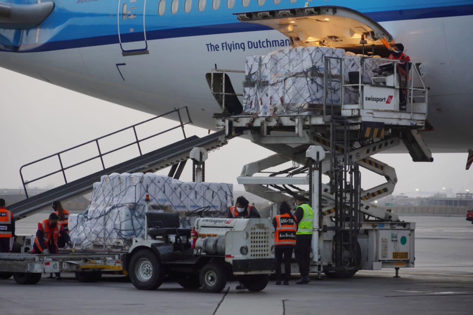 Nuevo arribo de vacunas Pfizer al aeropuerto internacional Jorge Chávez. ANDINA/Difusión