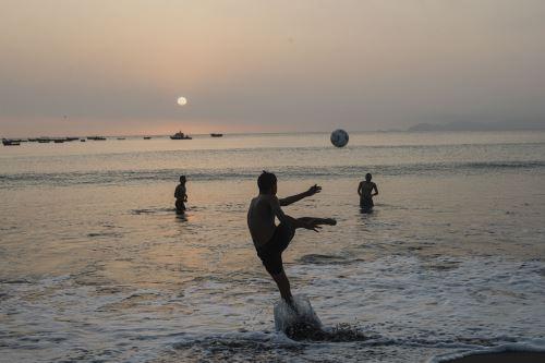 Así luce la playa Agua Dulce en su primer día de reapertura a nivel nacional