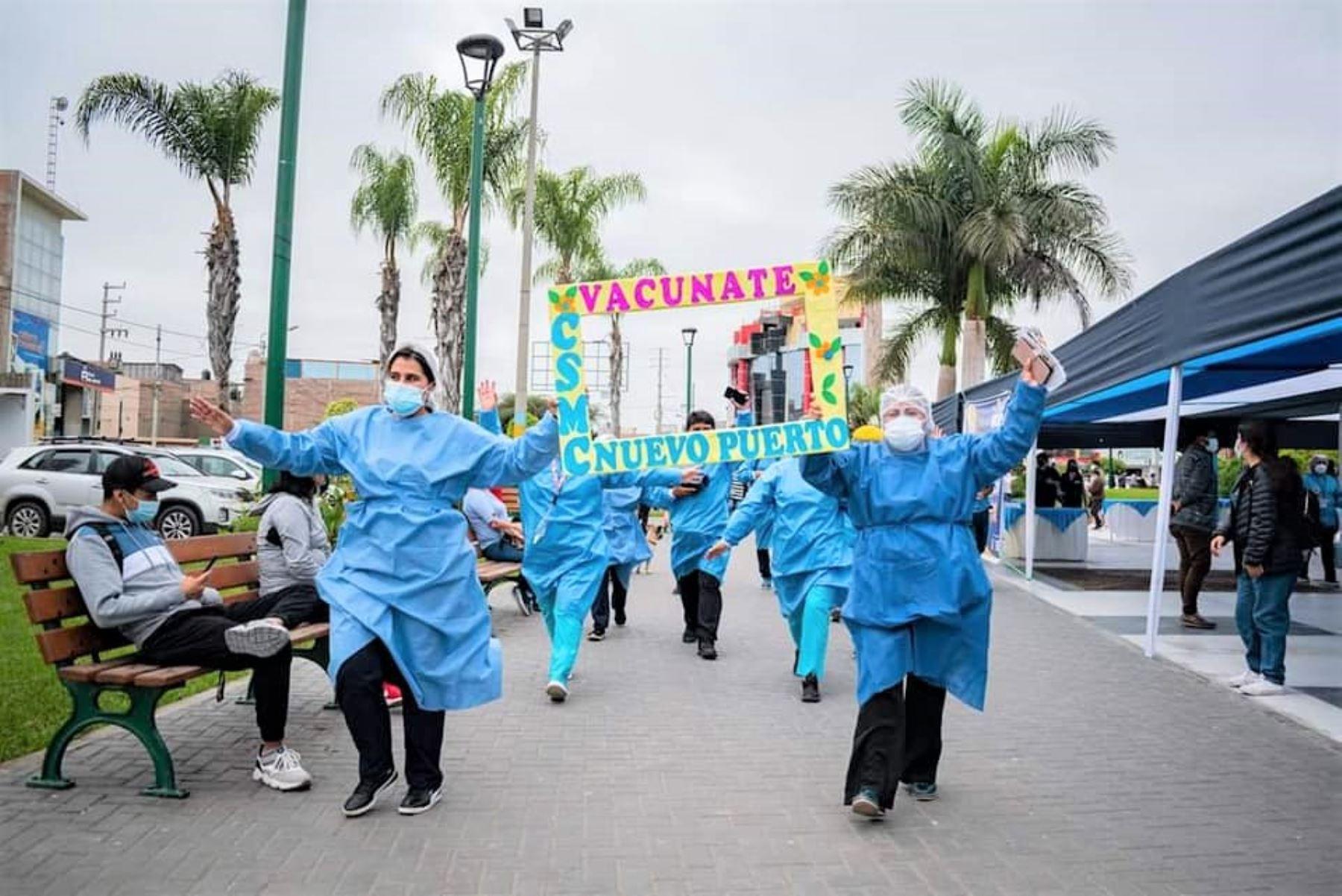Personal de Salud convoca a la población ancashina a vacunarse contra la covid-19.