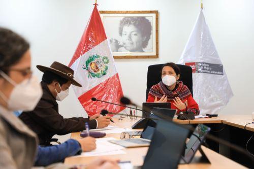 Reunión de los ministros Anahí Durand (MIMP) y Víctor Maita (Midagri) para impulsar los derechos de la mujer campesina.