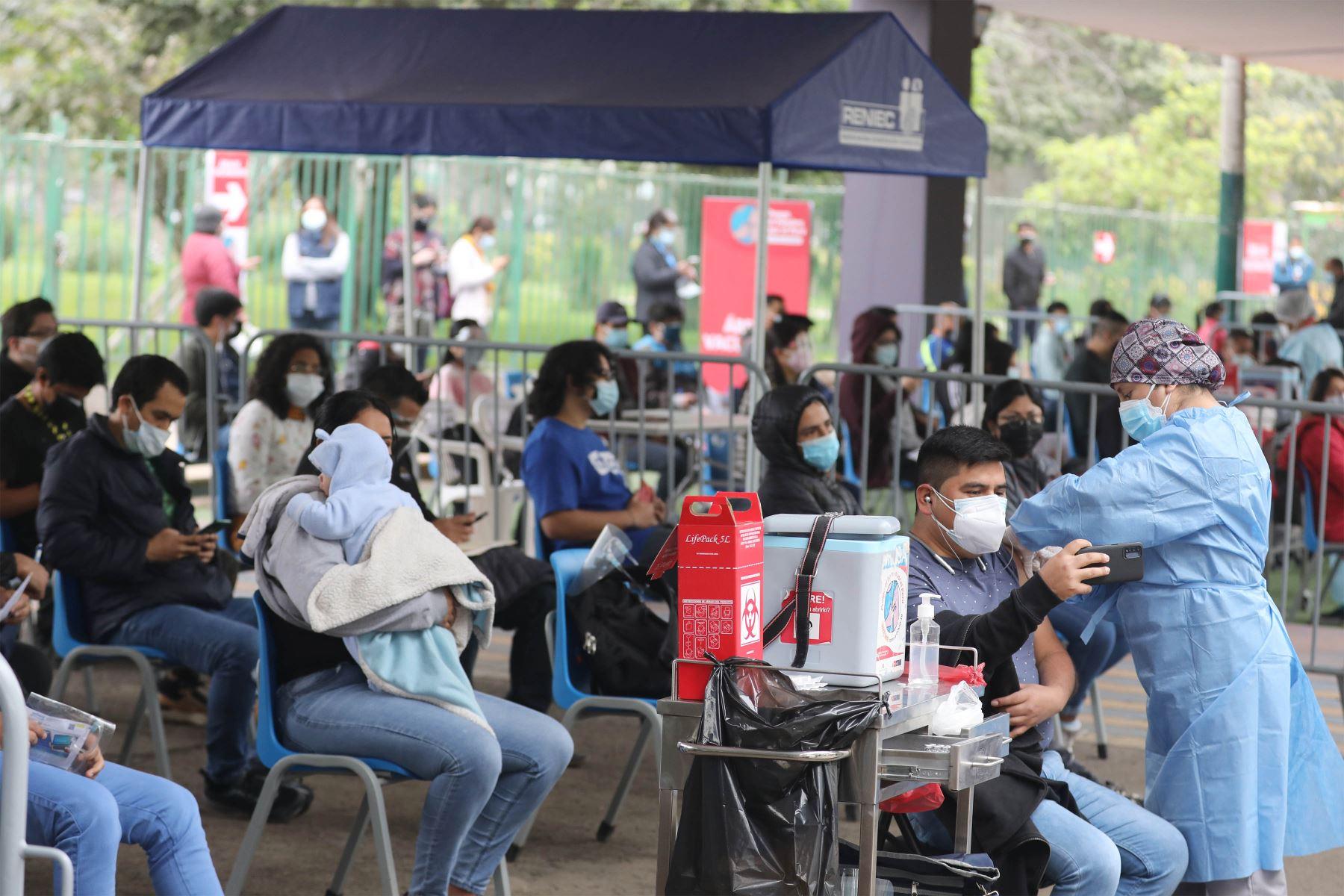 En el Perú, 9 millones 647,785 personas ya recibieron dos dosis de la vacuna contra la covid-19. ANDINA/Andrés Valle