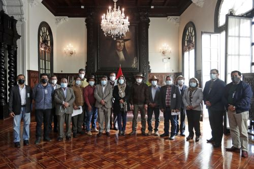 Vicepresidenta Dina Boluarte se reunió con gremios camelicultores en Palacio de Gobierno