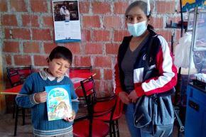 Modernos chasquis entregan libros a escolares que viven en comunidades del distrito de Poroy, en Cusco, gracias a proyecto Chasqui Libro implementado por municipio. EFE
